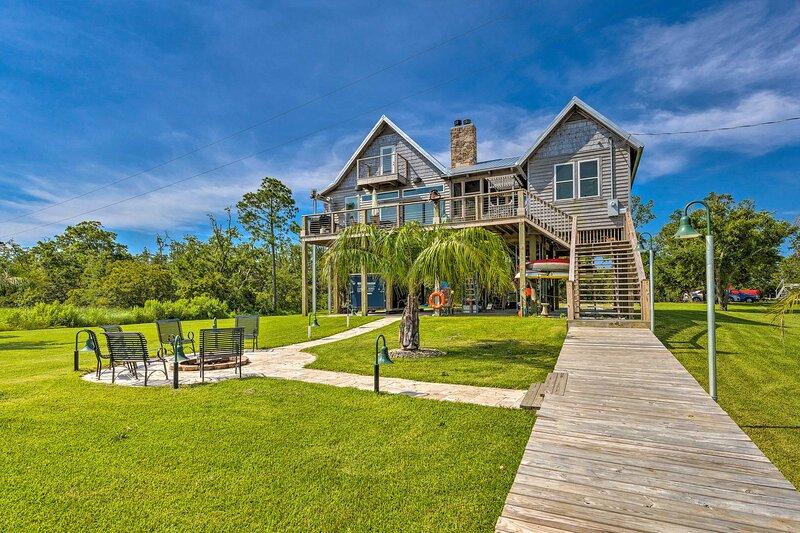 NEW! Secluded Stilt House on Fontaine Reserve!, location de vacances à Gautier