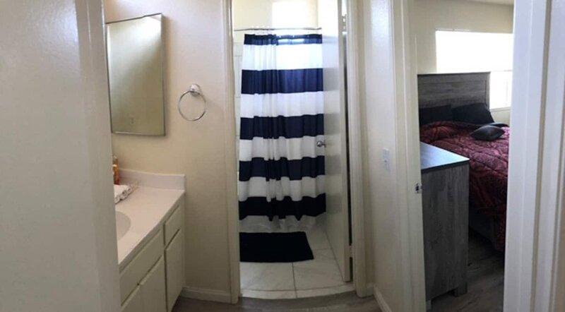 RELAX WITH THE PEACEFUL 4 BEDROOM GARDEN HOME, alquiler vacacional en Riverside