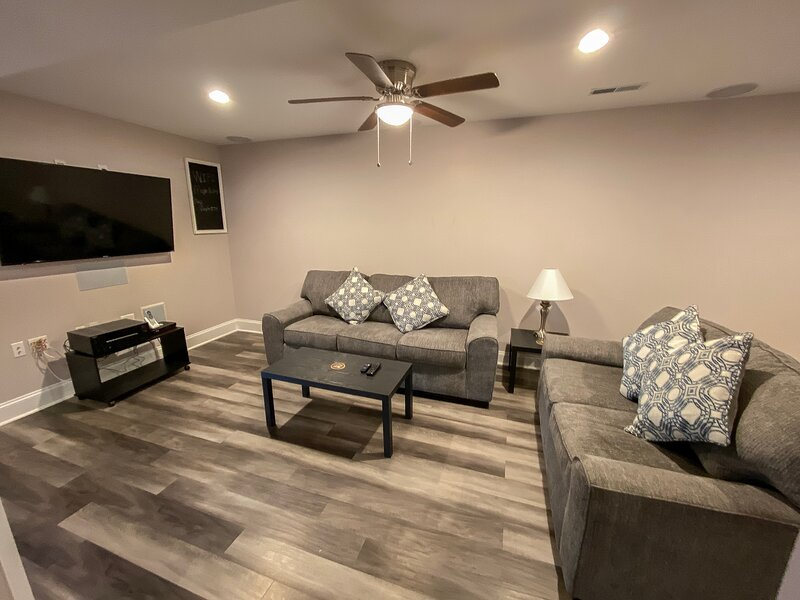 Harpers Ferry Private Basement Studio w Laundry, Deck & Fire Pit, holiday rental in Lovettsville