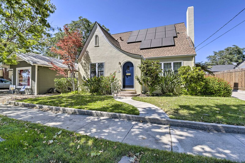 NEW! Charming Antioch Home w/ Private Yard + Grill, holiday rental in Concord