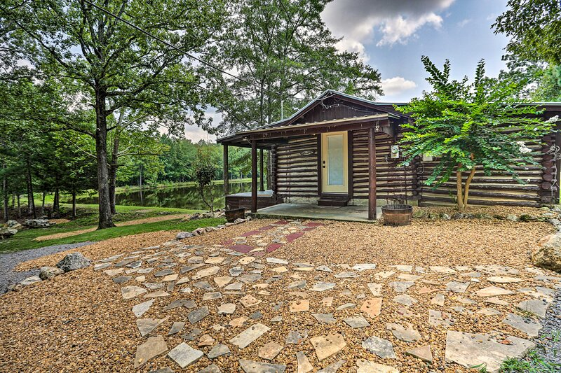 NEW! 1950's Serenity Pond Cabin: Peace & Quiet!, holiday rental in Talladega