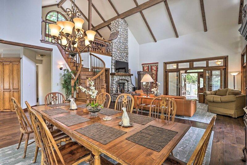 NEW! Ornate Lake Arrowhead Home w/ Hot Tub & Deck!, vacation rental in Twin Peaks