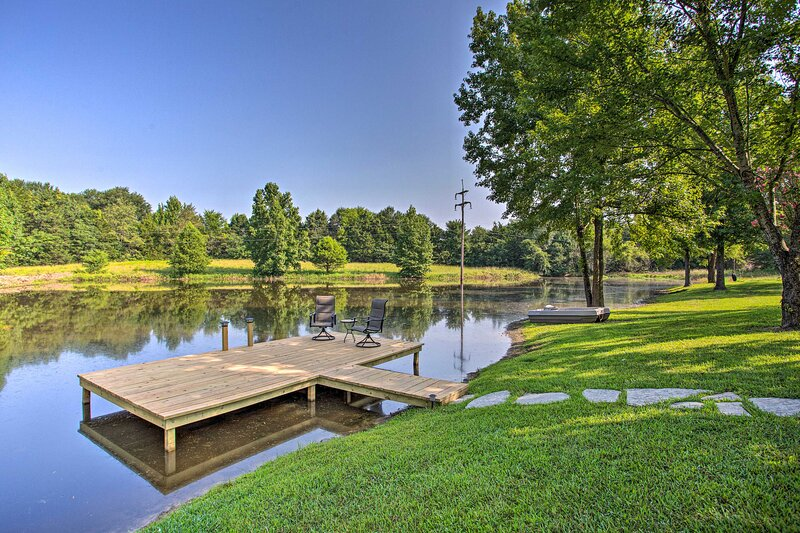 NEW! Winnsboro Retreat on 6 Acres w/ Fishing Pond!, holiday rental in Winnsboro