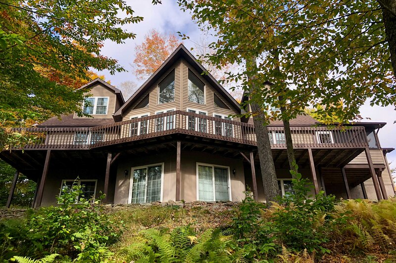 NEW! Big Bass Lake House w/ Grill - Steps to River, holiday rental in Gouldsboro