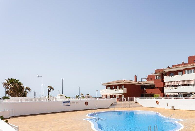 Frontline Starfish Apartment with pool, alquiler vacacional en Puertito de Güímar