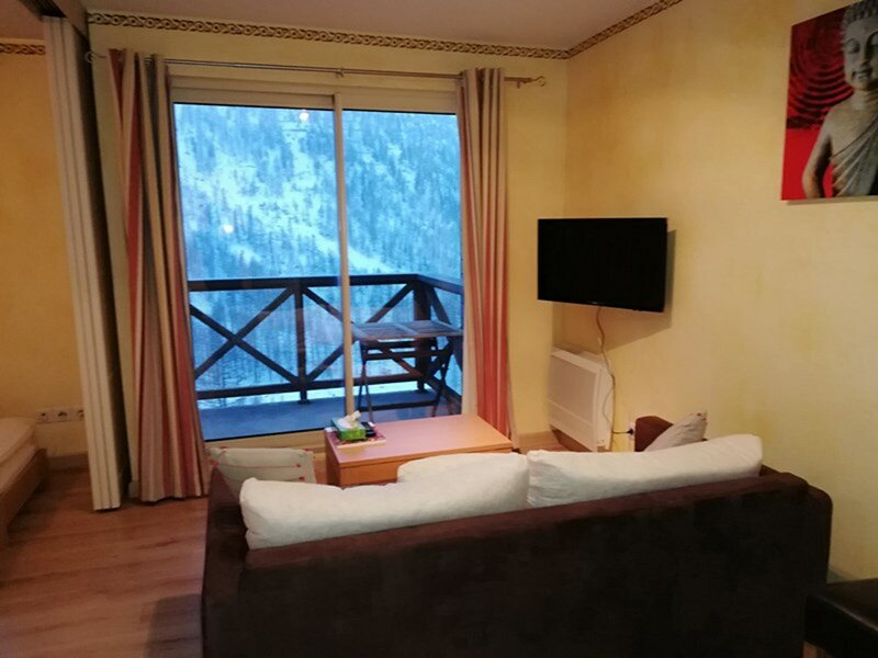 BEL APPARTEMENT DANS RESIDENCE AVEC PISCINE, vacation rental in Isola 2000