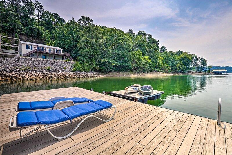 NEW! 'Crane's Nest' Lake House w/ Boat Dock & Yard, holiday rental in Crane Hill