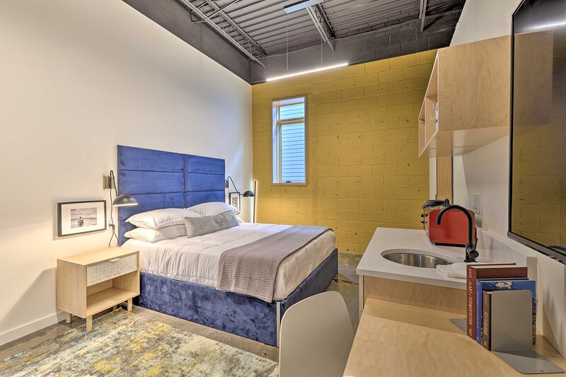 NEW! Stylish Studio in Dtwn Damascus: Hike & Bike!, holiday rental in Damascus
