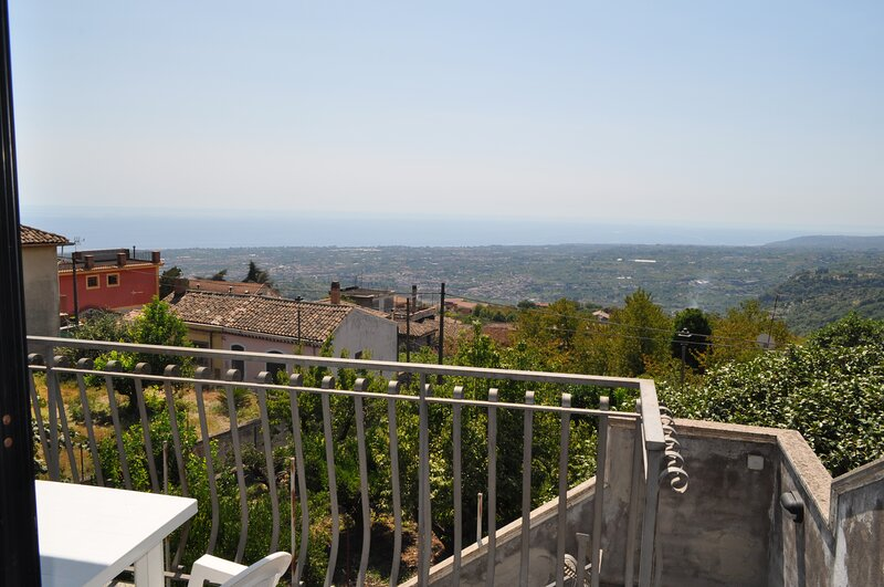 Casa panoramica a 2 passi da Taormina, Mare ed Etna, alquiler de vacaciones en Sant'Alfio
