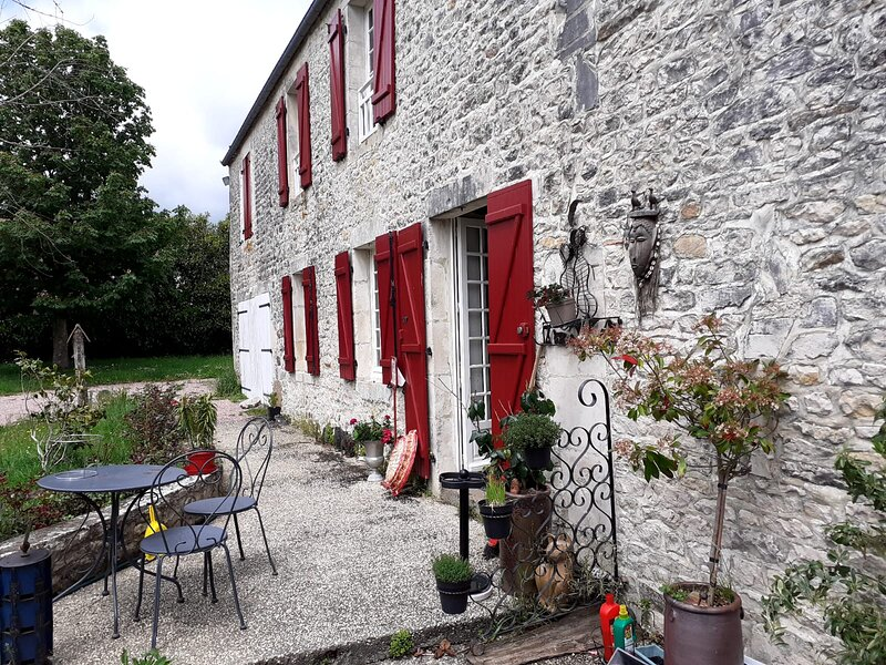 Beautiful house with garden & Wifi, holiday rental in Vignats