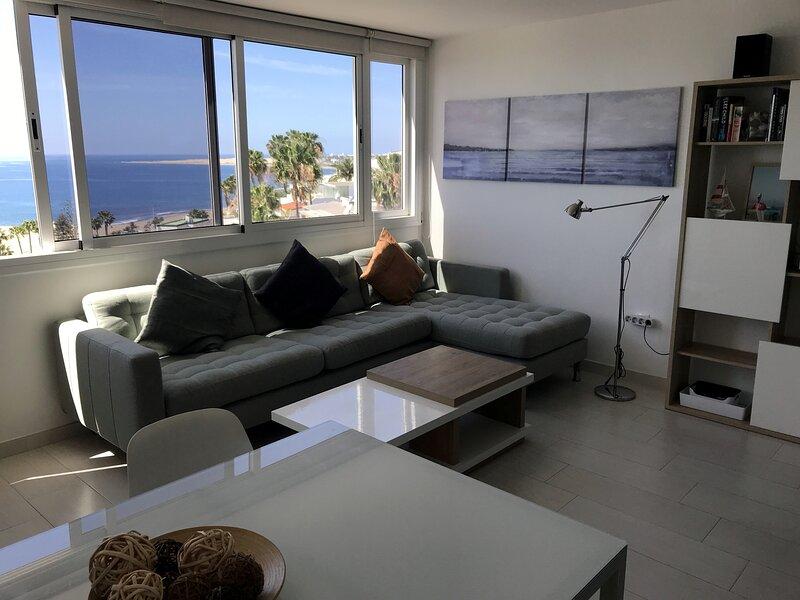 Ático con fabulosas vistas sobre el mar. 2 dormitorios. WIFI 24h y muchos extras, vacation rental in San Agustin