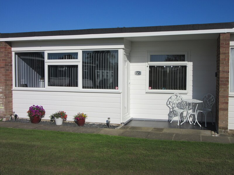 'PEACEHAVEN' BEACH ROAD HOLIDAY PARK, SCRATBY, holiday rental in Ormesby St. Margaret