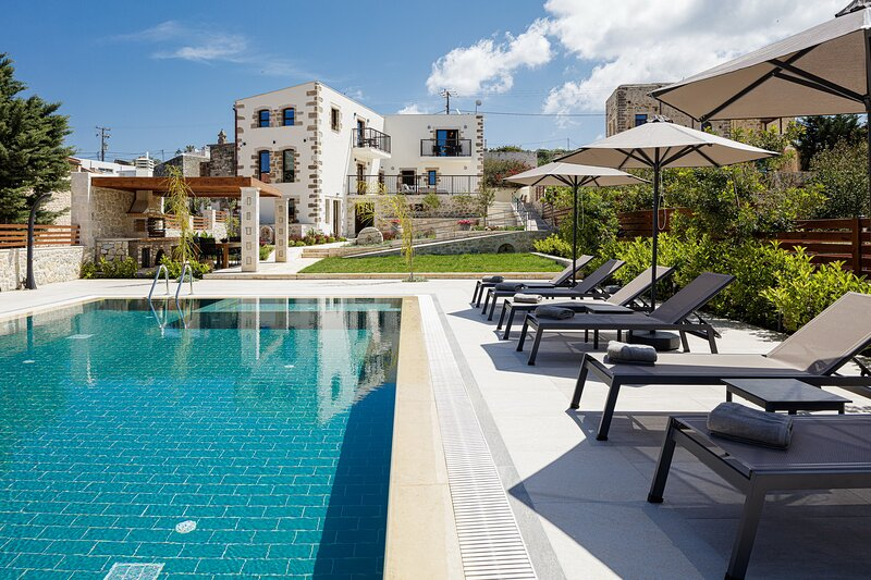 Huge villa,Great views,Fully equipped,Near beach and tavern, holiday rental in Asteri