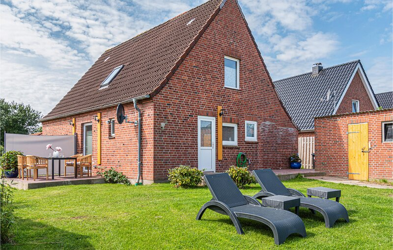Beautiful home in Friedrichskoog with Sauna, WiFi and 3 Bedrooms (DSH819), holiday rental in Friedrichskoog