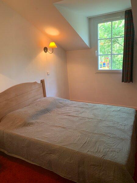 Appartement dans résidence avec piscine, vacation rental in Montagnac-sur-Lede