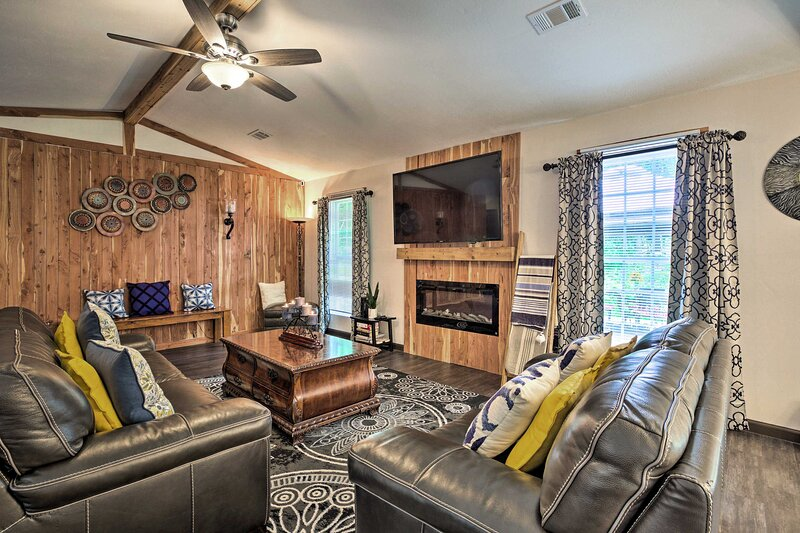 NEW! Clean, Cozy & Custom Family Home 25 Mi to ATL, casa vacanza a Duluth