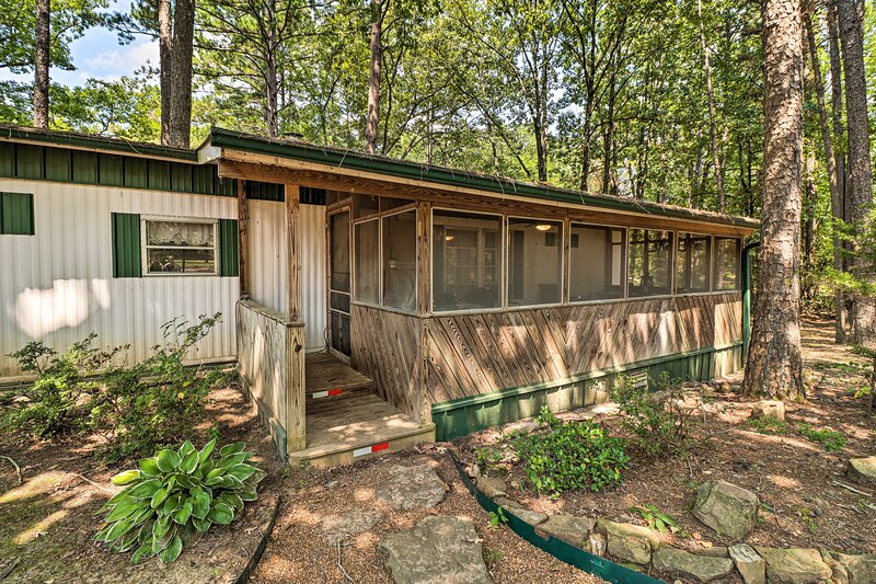 NEW! Higden Hideaway on Lake: Pets & ATVs Allowed!, holiday rental in Shirley