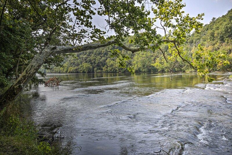 NEW! Shenandoah River Getaway < 9 Miles to Luray!, alquiler de vacaciones en Rileyville