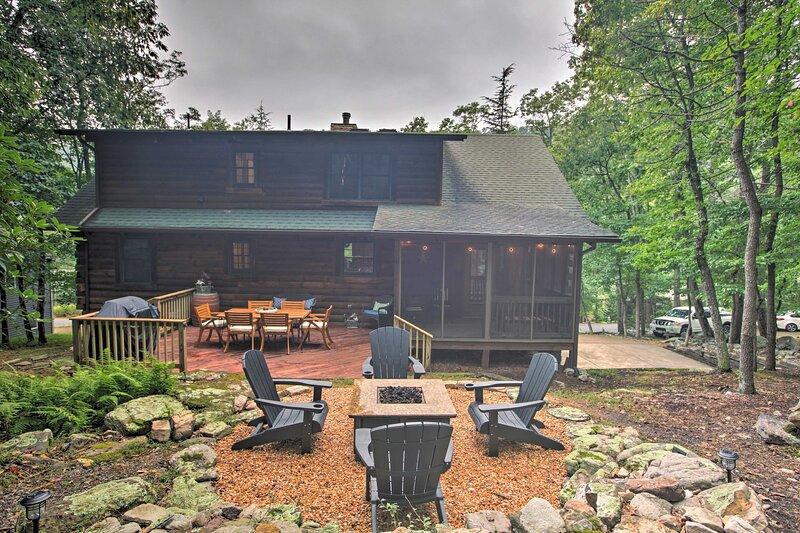 NEW! Massanutten Resort Log Cabin: Mountain Views!, holiday rental in Dayton