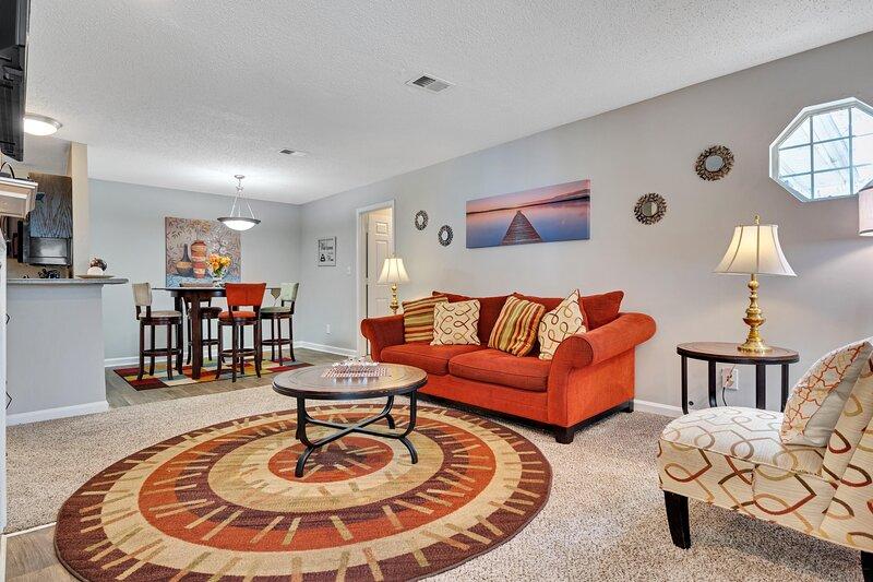 Level 2- Luv & Luxury, holiday rental in Ellenwood
