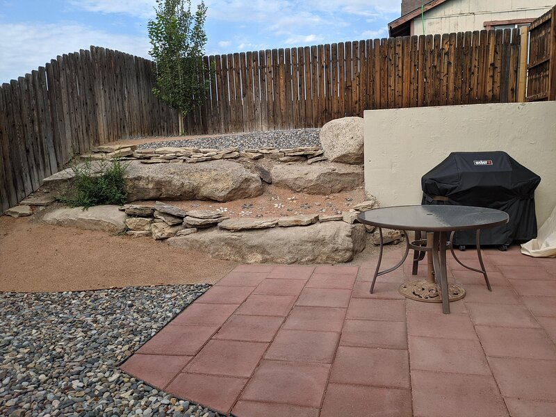 ❤️Ridges Retreat: Cozy home with Patio & Garage, Free Wifi & Pets Welcome, holiday rental in Fruitvale
