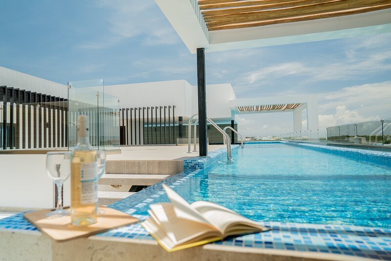 Insta-worthy swimming pool.