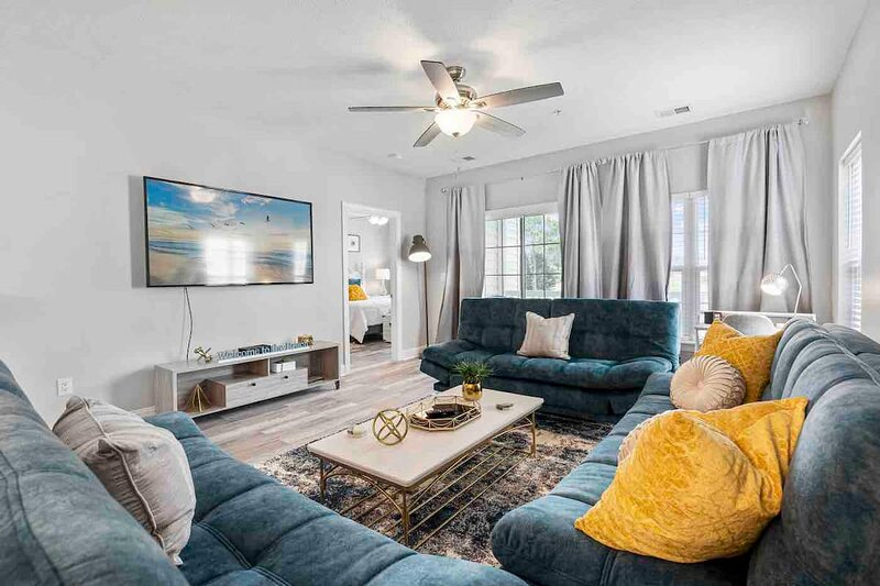 NEW! 3BR Condo on GOLF COURSE, near BEACH & CCU, holiday rental in Conway