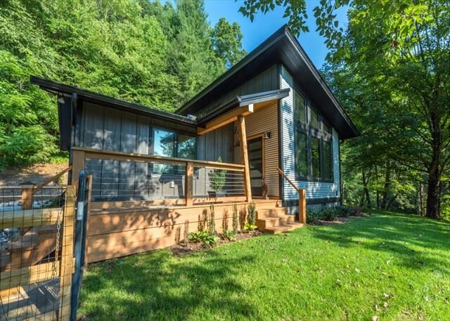 Falling Waters Cabin | Sleek & Stylish One Level Living & Gorgeous Waterfall!, casa vacanza a Horse Shoe