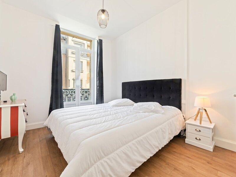 Pretty apartment in Vichy near the Opera Museum, holiday rental in Brugheas
