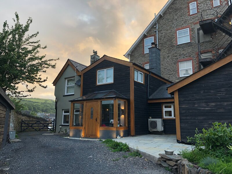 Spacious 4-Bed House in Lynton, vacation rental in Countisbury