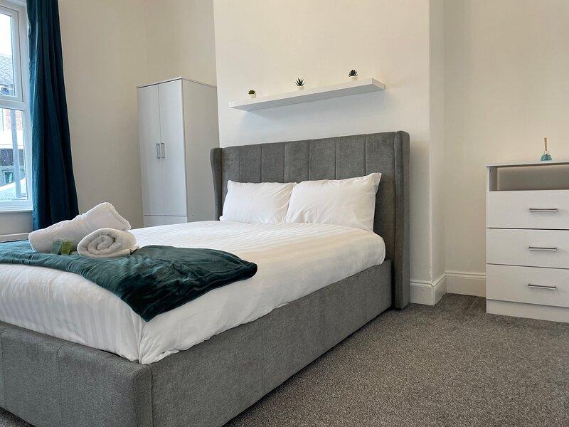 BRIGHT AND AIRY APARTMENT CLOSE TO NEWCASTLE CITY & COAST, alquiler de vacaciones en Shiremoor