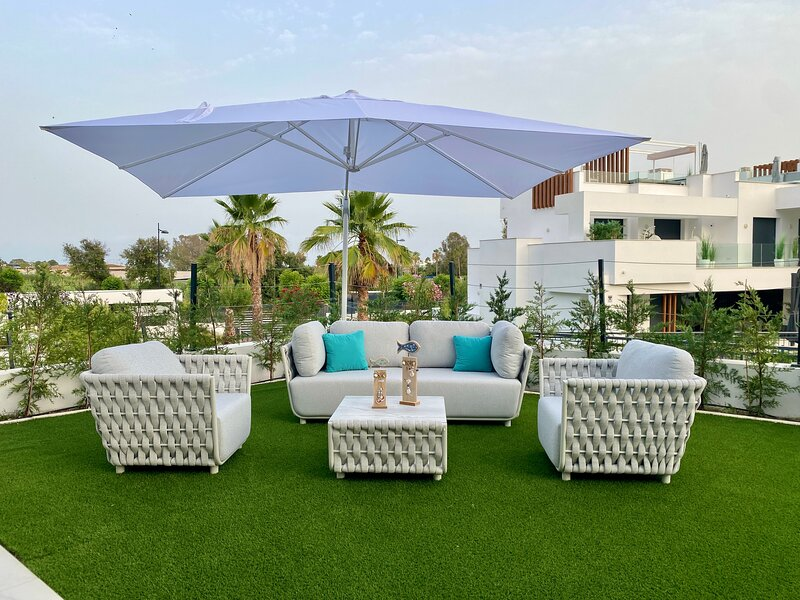 Luxury Ground Floor Apartment Garden Pool View, holiday rental in Urb. Villas de Costalita