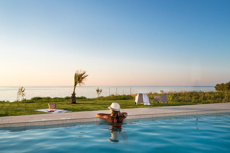 Beachfront New Villa Nymphes Aigli w/Pool, Children Area & BBQ, vacation rental in Stavromenos