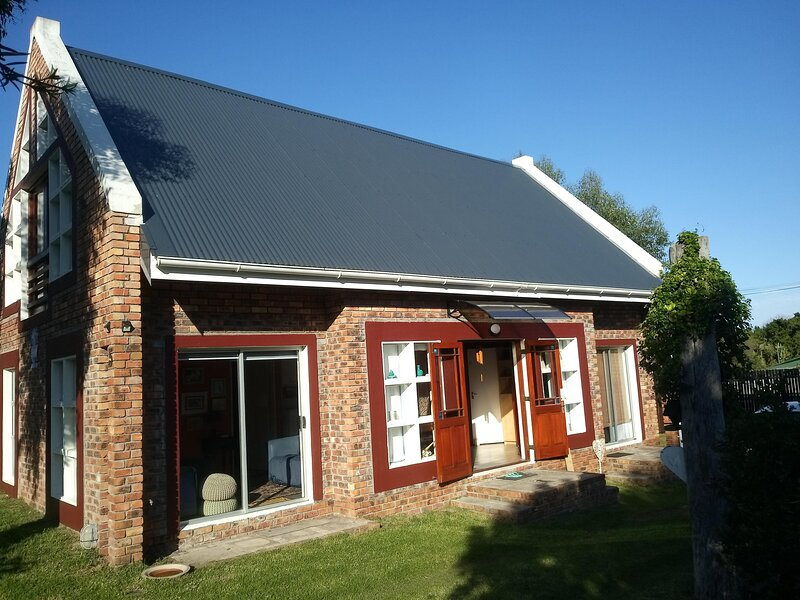 Festina Lente in Onrus - self catering family home, pets welcome, holiday rental in Onrus