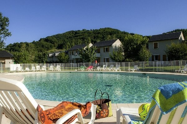 T3 duplex saint geniez d'olt 2 piscines chauffées tourisme vert en aveyron 12, alquiler vacacional en Sainte-Eulalie-d'Olt