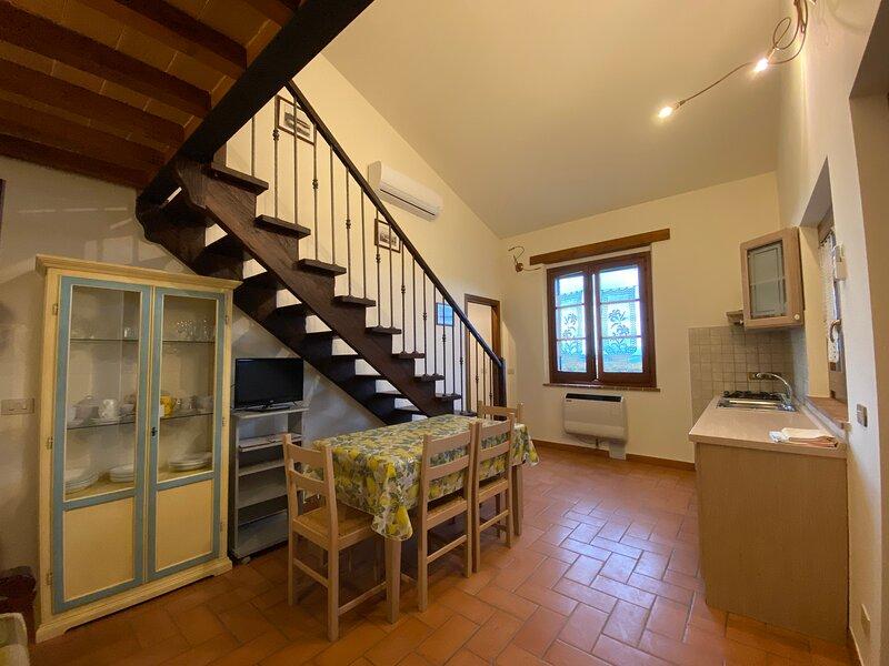 Country House: Isola Polvese - Appartamento con piscina vista lago, holiday rental in Paciano