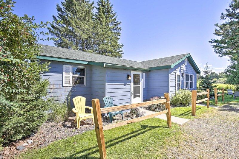 NEW! Community Winter Cottage w/ Shared Amenities!, alquiler de vacaciones en Radisson