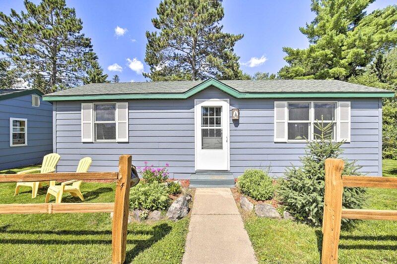 NEW! Cozy Pet-Friendly Winter Cottage in Community, alquiler de vacaciones en Radisson