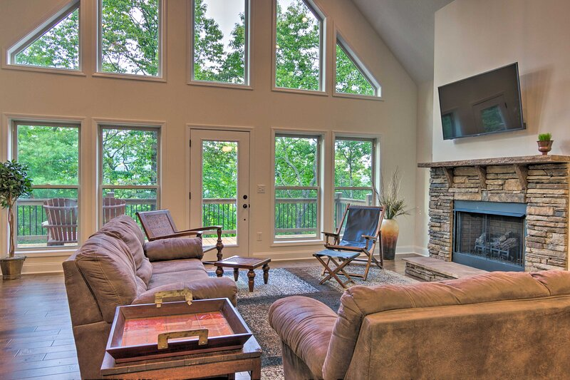 NEW! Pisgah Escape w/ Deck ~ 10 Miles to Hiking!, holiday rental in Mills River