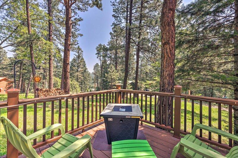 NEW! 'Casa Verde' Cabin w/ Fire Pit: 4 Mi to Ski, holiday rental in Cloudcroft