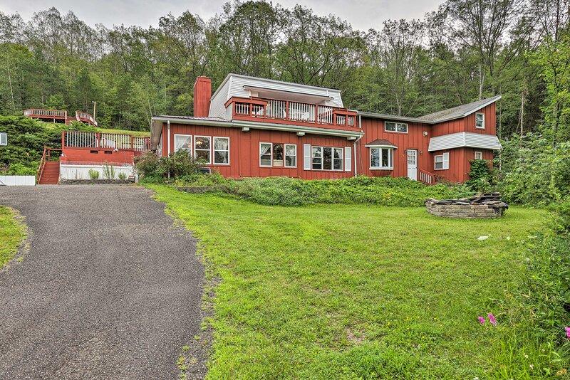 NEW! Hammondsport Home: Keuka Lake Views & Hiking!, holiday rental in Wayne