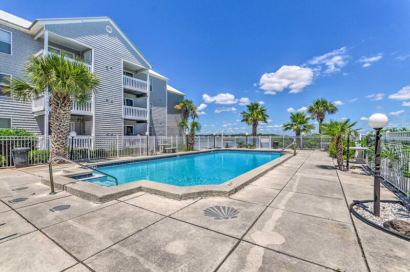 Covered Balcony   Bay Views   750 Sq Ft