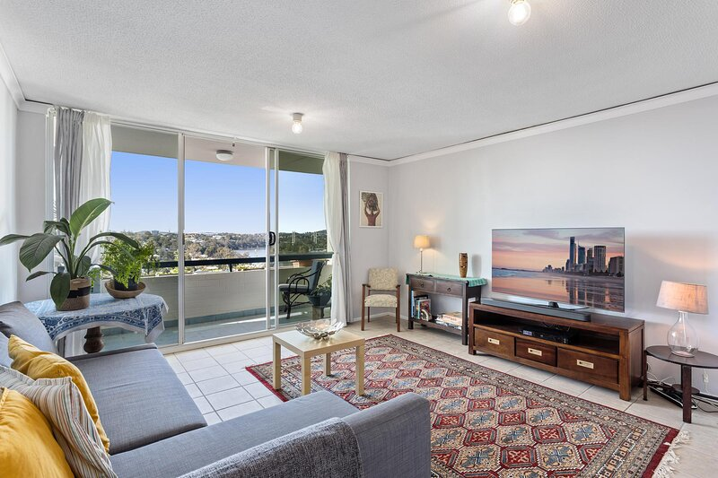 MadeComfy | Comfortable Brisbane Apartment with City View, holiday rental in Ipswich