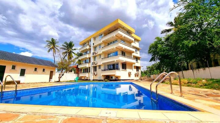 3 Bedrooms with a pool and beach view, holiday rental in Mafinga