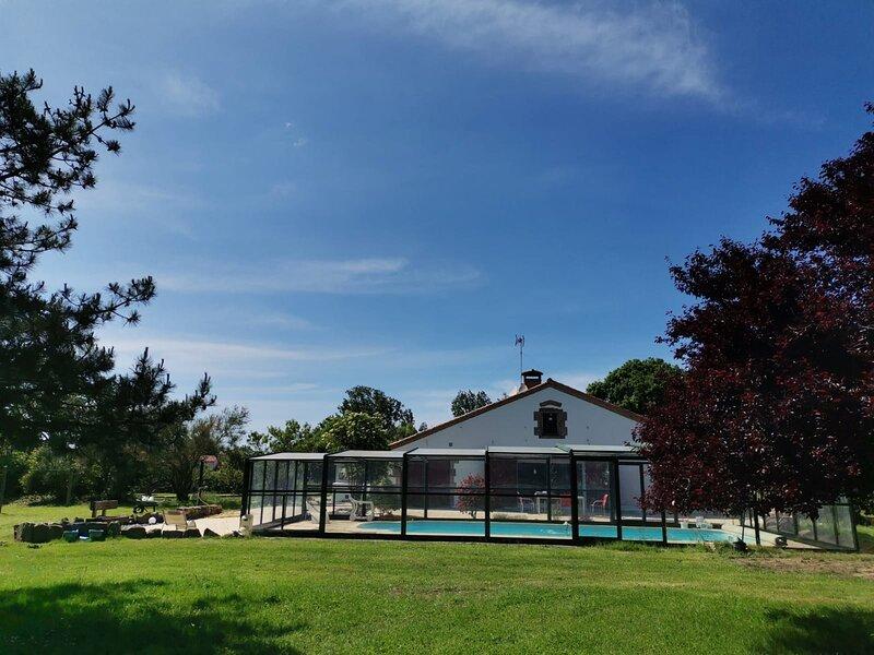 Villa avec piscine au centre d'un parc de 10 000m², proche plage, Vendee, location de vacances à La Boissière-des-Landes