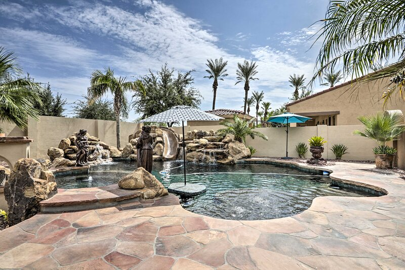 NEW! Goodyear Home w/ Outdoor Oasis on Golf Course, holiday rental in Litchfield Park
