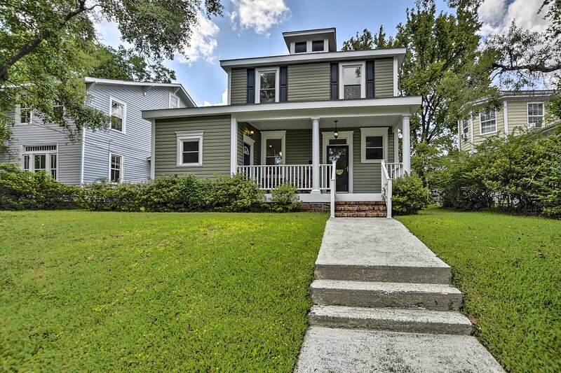 NEW! Stunning Southern Home < 9 Miles to Beach!, vacation rental in Leland