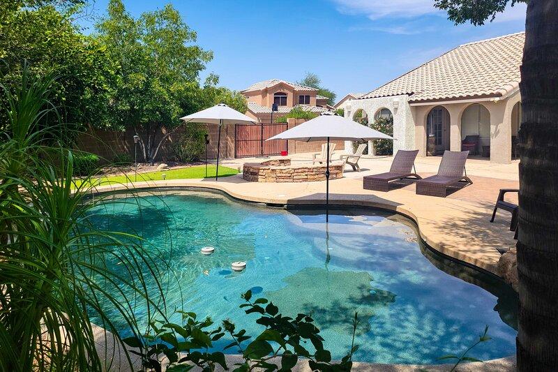 NEW! Awe-Inspiring Arizona Abode w/ Backyard Oasis, location de vacances à Guadalupe