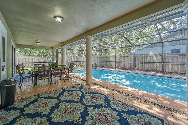 Tampa Hotspot*Private Heated Pool*King Size Bed*Game Rooms*Near USF*Busch Garden, holiday rental in Northdale