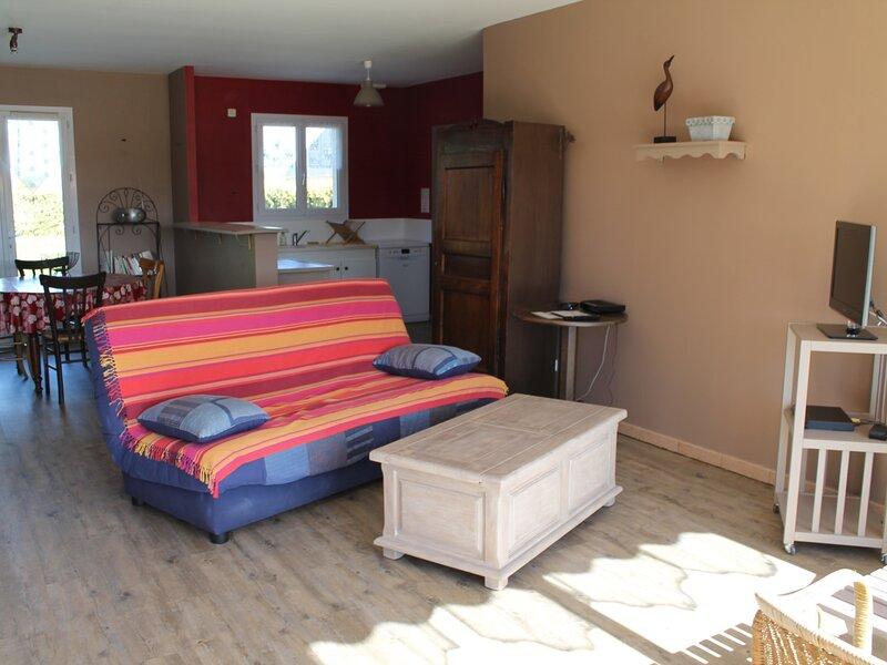 Maison 3 pièces, meublée, proche des Thermes St Roch, holiday rental in Coussay-les-Bois